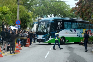 단교 선언 이틀 만에… 주말레이시아 北대사관 직원들 철수