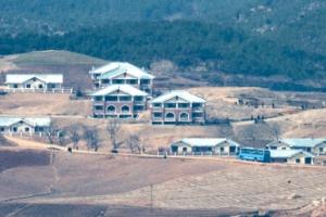 [포토] 북한에도 재건축 바람… 새 가옥 들어선 황해북도