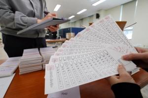 4·7재보선 투표용지 검수… 내일부터 이틀간 사전투표하세요
