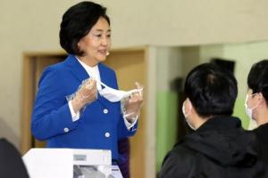 [포토] '사전투표' 하는 박영선