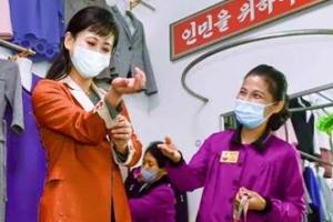 [포토] 양복점에서 새 옷 맞추는 북한 여성