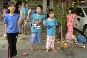 """미얀마 양곤 인근서 """"하룻밤 새 적어도 82명 사망, 박격포도 동원…"""