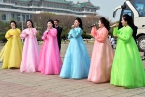 [포토] '봄꽃' 같은 북한여성한복