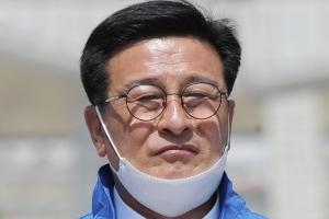 """민주당 윤재갑, '5촌 조카' 보좌진 채용 논란…윤측 """"법적 문제…"""