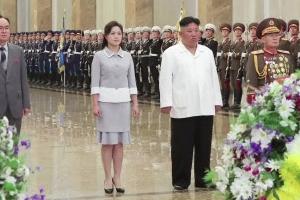 김정은, 김일성생일 맞아 금수산태양궁전 참배