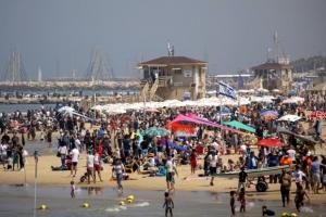 해변가에 인파 우르르…'집단면역' 근접한 이스라엘의 자신감