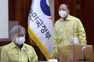 """지금까지 151만명 접종했는데…홍남기 """"4월 목표 300만명"""""""