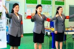[포토] 노래로 사상 선전하는 북한 여성들