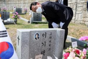 [포토] 이기택 전 총재 묘소 찾은 주호영