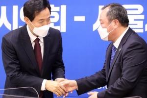 서울시의원 추가 확진… 코로나에 발목 잡힌 오세훈 조직개편안