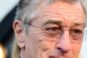 77살 기아차 모델 로버트 드니로가 연기 못 멈추는 이유
