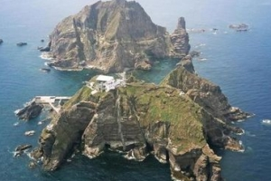 독도 해변서 레저용 요트 좌초…탑승객 5명 전원 구조