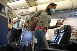 """美 정부는 """"해외여행 자제""""…항공사는 """"백신 접종자 여행"""" 노선…"""