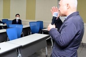"""與 쇄신 강연, 최진석 교수 """"친일청산? 선거를 패배로 생각하지 않…"""