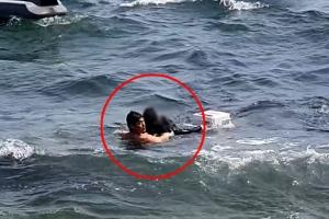 바다에 빠진 낚시꾼 구조한 히어로들, 정체는?