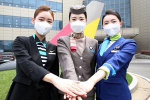 각기 다른 유니폼…손 모은 3사 승무원