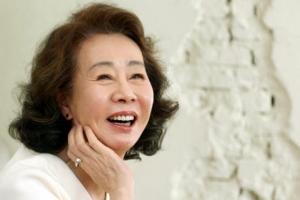 윤여정, 오스카 앞두고 美독립영화상도 수상…41관왕