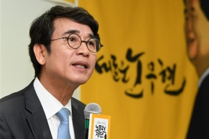 '한동훈 명예훼손' 유시민, 첫 재판에서 혐의 부인