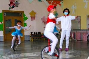 [포토] 북한 유치원의 외발 자전거 수업