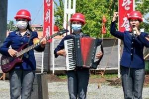 평양 살림집 건설장의 북한 선전대