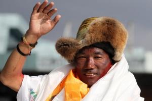 에베레스트가 동네 뒷산인 카미 리타 25번째 등정 성공, 물론 세계…