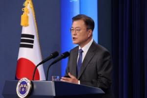 """文 대통령 """"4% 성장률 달성토록 역량 총동원"""""""