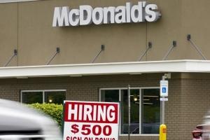 미국 기업들 구인난…채용공고 3월에 역대 최다 812만건