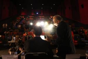 불 꺼진 영화관… 보이지 않는 정상화의 길