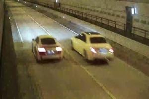 """""""간다, 간다"""" 시속 272㎞…터널서 광란의 레이싱, 영상 찍어 과시…"""