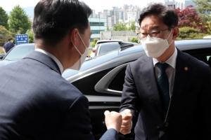 """李공소장에 등장한 '조국 외압'… 박범계 """"유출 심각"""" 감찰 시…"""