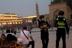 """""""중국, 이슬람 사원 철거""""vs""""신장의 면은 순백"""""""