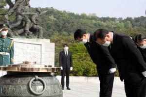 김부겸, 전직 대통령 묘역 모두 찾아가 참배