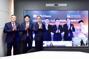 LG화학, 中 동박업체에 400억 투자… 배터리 소재 강화