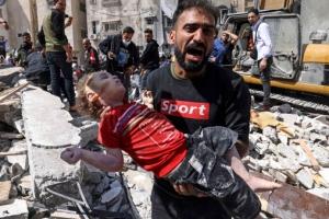 """""""딸아"""" 울부짖는 아빠… """"이스라엘 공습 중단하라"""" 서구는 시위…"""