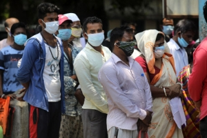 코로나로 사망, 인도의 70대 여성 관옆에서 갑자기 눈떠