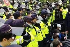 경찰, 성주 사드기지 입구 농성 주민 강제해산 시작
