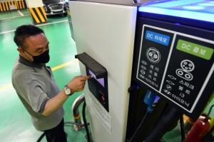 1인 가구·전기차 충전 '할인 축소'… 991만 가구 전기료 더 낸다…