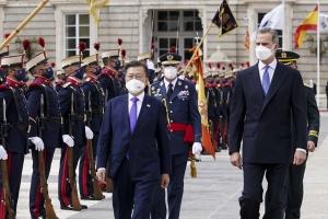 국왕 롤스로이스에 기마대 의전…웅장한 스페인의 환대