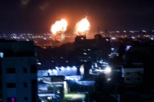 우익 '깃발 행진'→ 팔측 '폭발물 풍선'→ 이스라엘 또 가자지…
