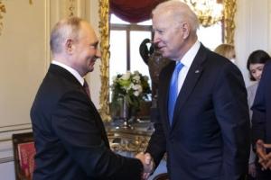 """'근자감' 질문에 격분한 바이든… """"미국도"""" 역공 퍼부은 푸틴"""