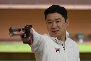 '은퇴 권고'에 승부욕 발동… 7번째 올림픽 메달 향해 쏜다