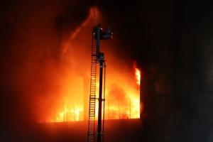 쿠팡물류센터 고립 소방관 구조 일시중단…밤샘 화재 진화 예상