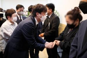 故 김동식 구조대장 빈소 찾은 이준석 대표