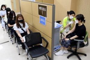 백신 1차 접종률 30%로는 지역사회 감염 차단 역부족