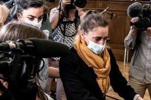 25년을 남편 폭력에 시달려 살해한 발레리 바코 첫 재판에