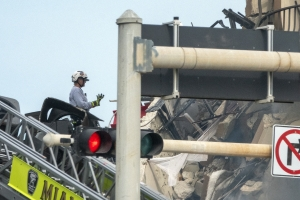 美 플로리다 아파트 붕괴참사 사망자 4명으로 늘어
