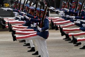'이것이 각' 화려한 행진하는 베네수엘라 군대