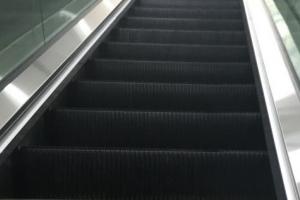 """인천 지하철 에스컬레이터서 여성 향해 소변…""""일단 석방"""""""