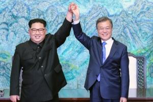 """文 """"생명존중 의지에 경의""""…김정은 """"깊은 동포애"""""""