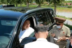 김정은이 직접 운전한 차는?